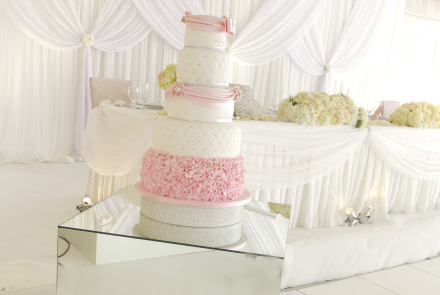 Mirrored cube cake table