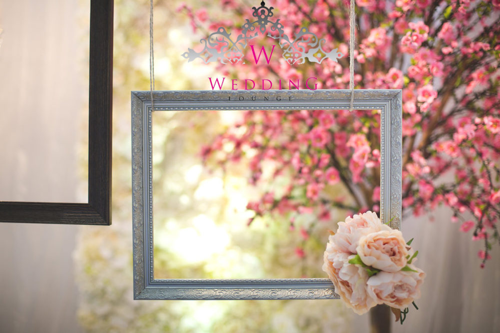 Hanging frame photo booth - Wedding Lounge
